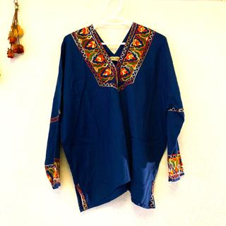 マライカ(MALAIKA)のMALAIKA  アリ刺繍トップス(カットソー(半袖/袖なし))