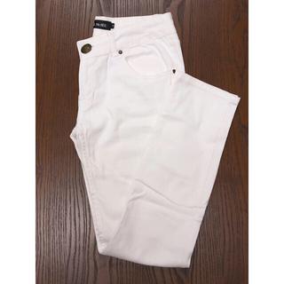 セシルマクビー(CECIL McBEE)のセシル 白パンツ Mサイズ(スキニーパンツ)