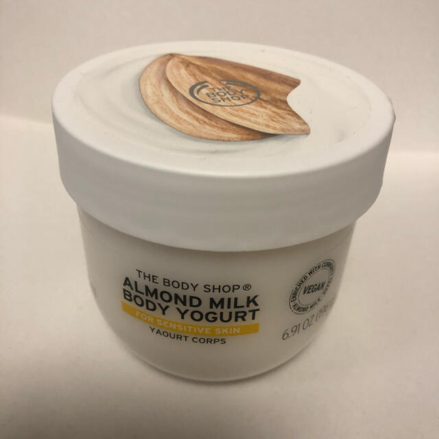 THE BODY SHOP(ザボディショップ)の新品未開封 ボディショップ ボディヨーグルト アーモンドミルク コスメ/美容のボディケア(ボディクリーム)の商品写真