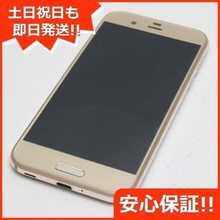 アクオス(AQUOS)の美品 au SHV39 AQUOS R ゴールド 白ロム(スマートフォン本体)