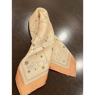 エルメス(Hermes)のHERMES エルメス カレ45 星座 星 スカーフ サーモンピンク(バンダナ/スカーフ)