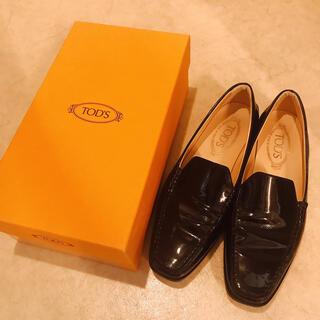 トッズ(TOD'S)のtod's ローファー 38.5 ブラック(ローファー/革靴)
