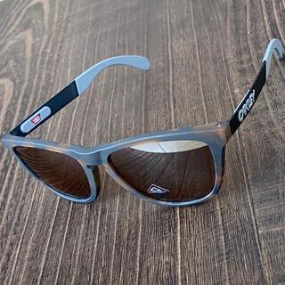 オークリー(Oakley)のオークリー フロッグスキン ミックス 偏光 プリズム タングストン サングラス(スケートボード)