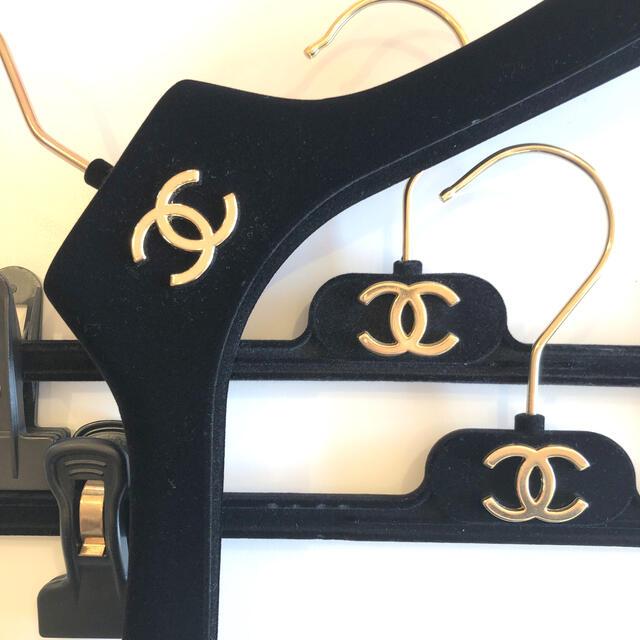 CHANEL(シャネル)のCHANEL ハンガー1本 パンツ用ハンガー2本 セット レディースのファッション小物(その他)の商品写真