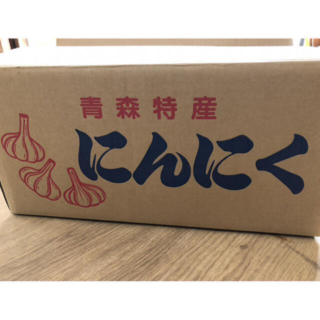 【上級品】青森県倉石産にんにく福地ホワイト六片種 Lサイズ 2kg 食品/飲料/酒の食品(野菜)の商品写真