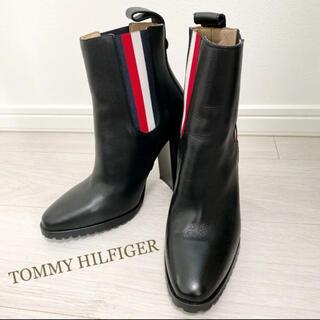 トミーヒルフィガー(TOMMY HILFIGER)の新品同様!トミーヒルフィガー 23.0 ブラック ショートブーツ(ブーツ)