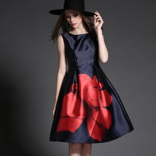 リプシー(Lipsy)のフラワープリントワンピース 薔薇柄 ビッグプリント(ミディアムドレス)