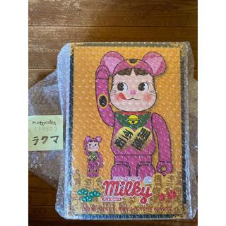 フジヤ(不二家)の新品 BE@RBRICK 招き猫 ペコちゃん 蛍光ピンク 100% & 400%(キャラクターグッズ)