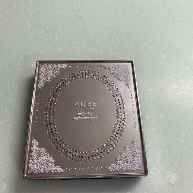 AUBE couture(オーブクチュール)の【hiro様専用です】オーブクチュール アイシャドウ 562 コスメ/美容のベースメイク/化粧品(アイシャドウ)の商品写真