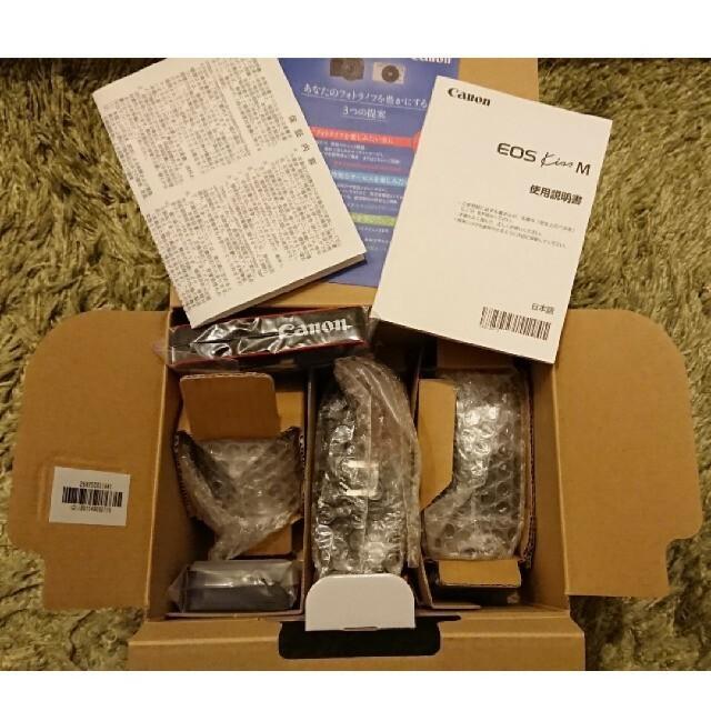 Canon(キヤノン)のキャノン ミラーレスカメラ ブラック(EOS Kiss M・ダブルズームキット) スマホ/家電/カメラのカメラ(ミラーレス一眼)の商品写真