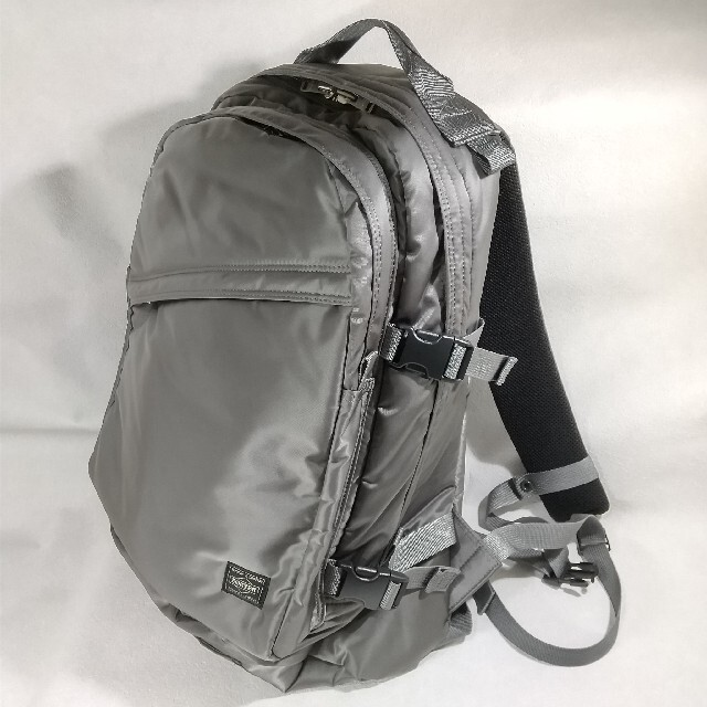 PORTER(ポーター)の【最終セール】ポーター タンカー デイパック23L シルバー メンズのバッグ(バッグパック/リュック)の商品写真
