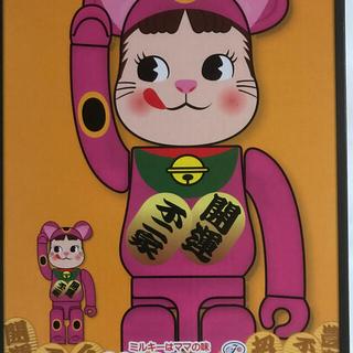 メディコムトイ(MEDICOM TOY)のBE@RBRICK 招き猫 ペコちゃん 蛍光ピンク 100% 400%(フィギュア)