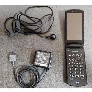 エヌイーシー(NEC)のdocomo ドコモ N-01G 本体+充電ケーブル+イヤホン 3点セット 中古(携帯電話本体)