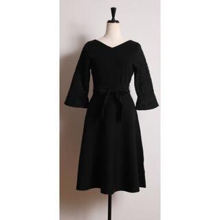 tocco - tocco closet レディな佇まいで魅了する袖フラワーレースニットワンピー