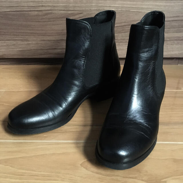 FABIO RUSCONI(ファビオルスコーニ)のファビオルスコーニ サイドゴアショートブーツ 22.5cm(35サイズ) レディースの靴/シューズ(ブーツ)の商品写真