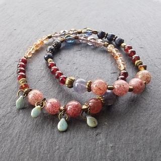 「重なる縁(えにし)」ピンクエピドートとガーネットの2連天然石ブレスレット(ブレスレット/バングル)