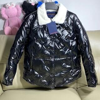 ルイヴィトン(LOUIS VUITTON)のファッションウール襟エンボスロゴダウンジャケット(ダウンジャケット)