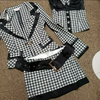 アンディ(Andy)の新品タグ付き フロータイド スーツ 4点セット キャバ ワンピ ドレス(スーツ)