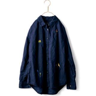 フェリシモ(FELISSIMO)のサニークラウズ  レディースシャツ インコ柄(シャツ/ブラウス(長袖/七分))