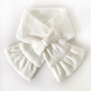 ファミリア(familiar)のオフホワイト リボン フリースマフラー(ファッション雑貨)