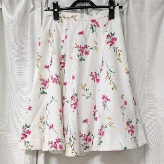 ファビュラスアンジェラ(Fabulous Angela)の花柄 スカート 白 花(ひざ丈スカート)