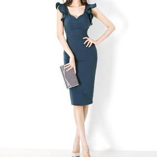 ラッフルスリーブタイトドレス