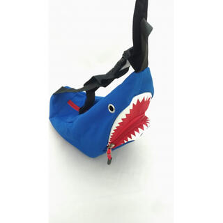 サメのショルダーバッグ 肩掛け キッズバッグ お出かけ 誕生日 プレゼント 青色