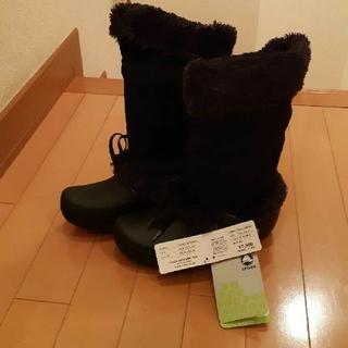 クロックス(crocs)の新品未使用タグ付きクロックスcrocs黒ハレイウーマンブーツw6 22センチ(ブーツ)