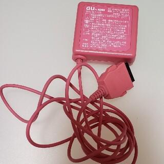 エーユー(au)のau ガラケー 充電器 美品(バッテリー/充電器)