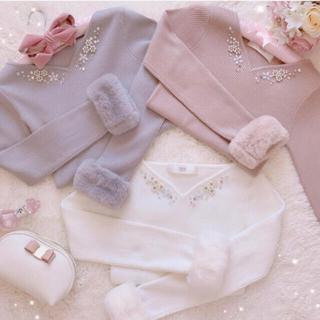 tocco -  煌めく胸元ビジュー装飾つき袖ファーニット♡ピンク