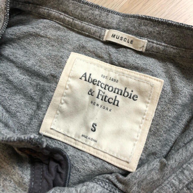 Abercrombie&Fitch(アバクロンビーアンドフィッチ)のアバクロのTシャツです メンズのトップス(Tシャツ/カットソー(半袖/袖なし))の商品写真