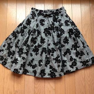 アンクルージュ(Ank Rouge)のAnk Rouge 花柄ブラックスカート(ひざ丈スカート)