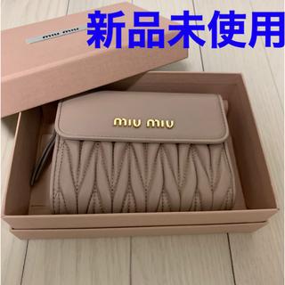 miumiu - 【新品未使用】miu miu 二つ折り財布
