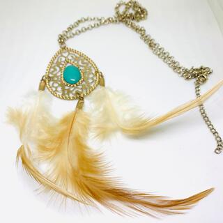セシルマクビー(CECIL McBEE)の新品 セシルマクビー  ファー付き 羽 ボヘミアン  ネックレス アクセサリー(ネックレス)