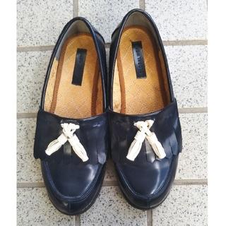グローバルワーク(GLOBAL WORK)の【美品】グローバルワーク タッセル付きローファー 紺✕白 L(ローファー/革靴)