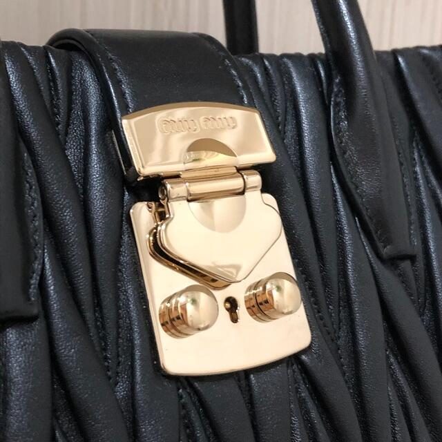 miumiu(ミュウミュウ)のmiumiu♡コンフィデンシャル マトラッセ ハンドバッグ  レディースのバッグ(ハンドバッグ)の商品写真
