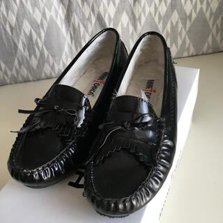 ミネトンカ(Minnetonka)の【最終セール】ミネトンカ  ローファー エナメル(ローファー/革靴)