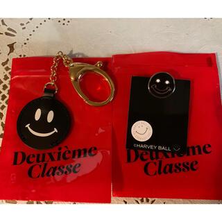 ドゥーズィエムクラス(DEUXIEME CLASSE)のドゥーズィエム クラス smiley face キーホルダーとピン セット(キーホルダー)