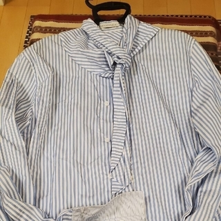 ジェイダブリューアンダーソン(J.W.ANDERSON)の美品‼️未使用‼️JWANDERSON スカーフ付き ロンドンストライプシャツ(シャツ)