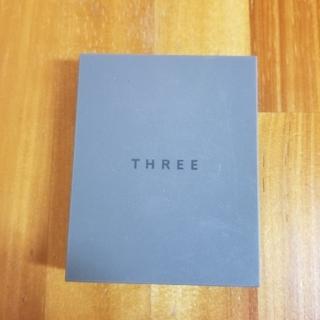 スリー(THREE)のTHREE シマリンググローデュオ01(フェイスカラー)