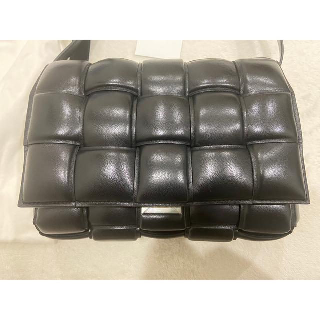Bottega Veneta(ボッテガヴェネタ)のボッテガヴェネタ パデッド カセットバッグです。 レディースのバッグ(ショルダーバッグ)の商品写真