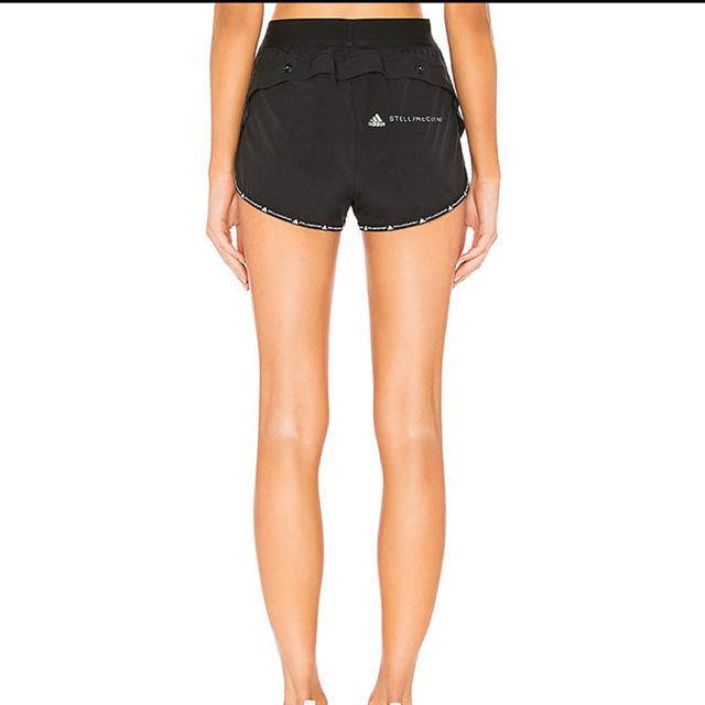 adidas by Stella McCartney(アディダスバイステラマッカートニー)のアディダス バイ ステラマッカートニー ショートパンツ ブラック Mサイズ スポーツ/アウトドアのランニング(ウェア)の商品写真