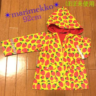 マリメッコ(marimekko)の美品✴︎ marimekkoマリメッコ キッズレインコート 裏地付 イチゴ柄(ジャケット/上着)