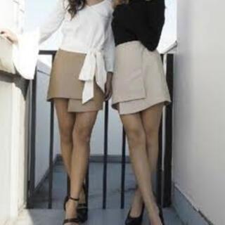 リゼクシー(RESEXXY)の【美品】RESEXXY フェイクレザー巻きスカート ベージュ(ミニスカート)