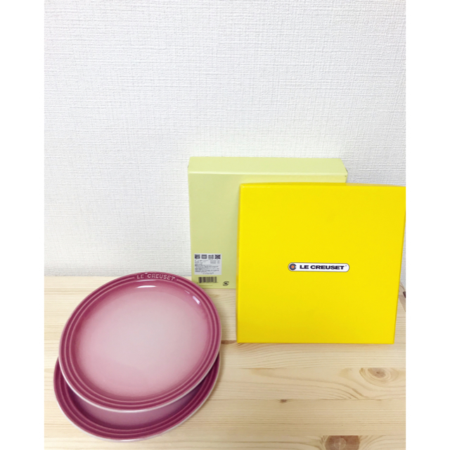 LE CREUSET(ルクルーゼ)のLE CREUSET🍋美品 ラウンドプレートネオ 丸皿 ストーンウェア2枚 インテリア/住まい/日用品のキッチン/食器(食器)の商品写真