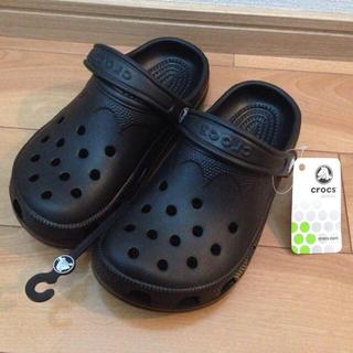 クロックス(crocs)の新品クロックスビーチ黒☆XS(22cm)(サンダル)