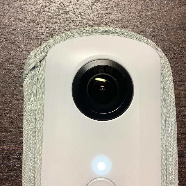 RICOH(リコー)のRICOH THETA 360度カメラSC WHITE スマホ/家電/カメラのカメラ(その他)の商品写真