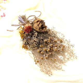 カモミールと薔薇のイエロースワッグ アンティーク 花材 素材 S(ドライフラワー)