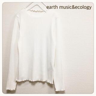 アースミュージックアンドエコロジー(earth music & ecology)のアースミュージック&エコロジー  細リブ フリル カットソー 白(カットソー(長袖/七分))