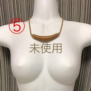 ⑤秋冬 毛糸 オリエンタル ネックレス バー 個性的 茶色(ネックレス)